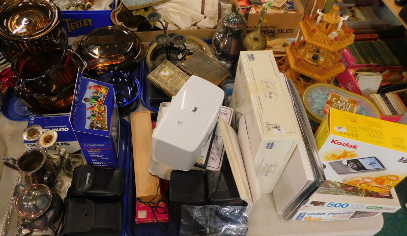General household effects, to include a Pyrex jug, cameras, plated wares, a HP Photosmart printer, T