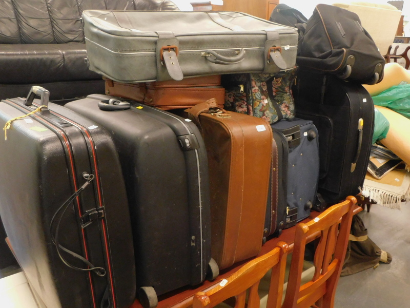 A large quantity of suitcases, and various Chinese style rugs, soft toys, etc. (a large quantity)