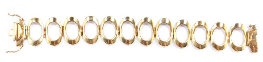 A 9ct gold oval twelve link bracelet, on a snap clasp, 32.6g.