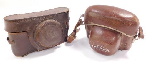 A Leica camera, No 601826., with a F=5cm 1..3 lens, together with Voigtlander Vitomatic 1A camera, w