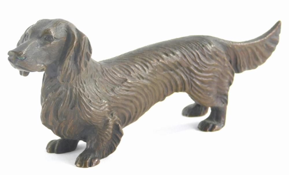 A cast bronze model of a dachshund, 14cm long.