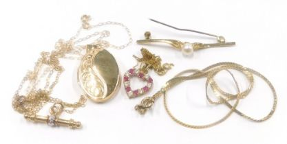 A group of 9ct gold and other jewellery, to include a bar brooch with central cultured pearl, marked