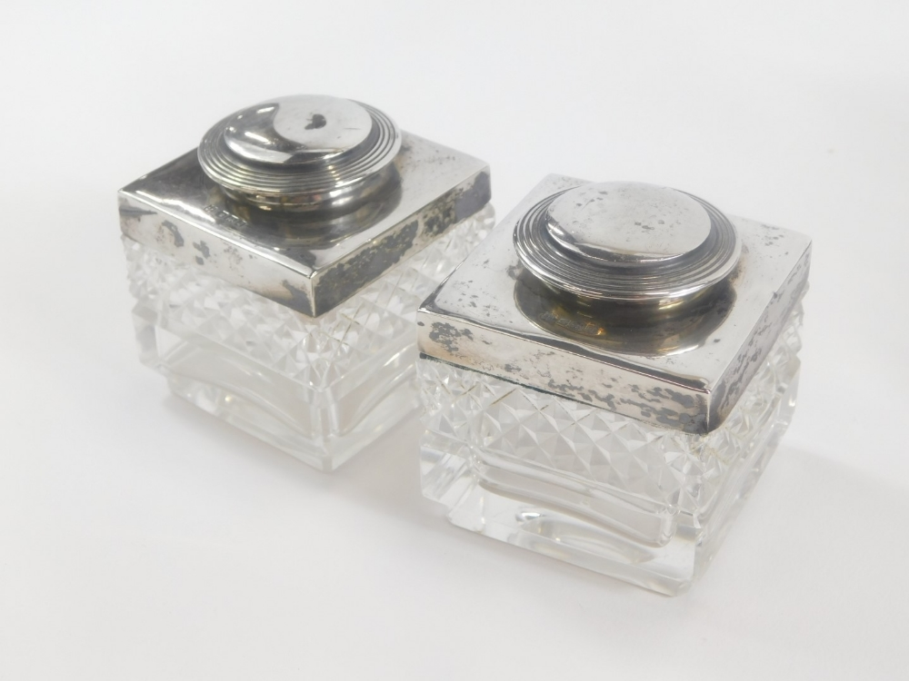 An Edward VII silver desk stand, of rectangular form with a pierced gallery and single pen recess, f - Image 4 of 4