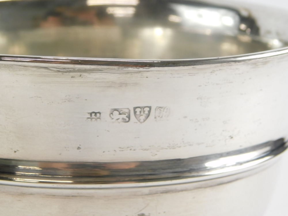 An Edward VII silver pedestal bowl, of plain form with a central raised rim, Chester 1908, 12cm high - Image 2 of 2