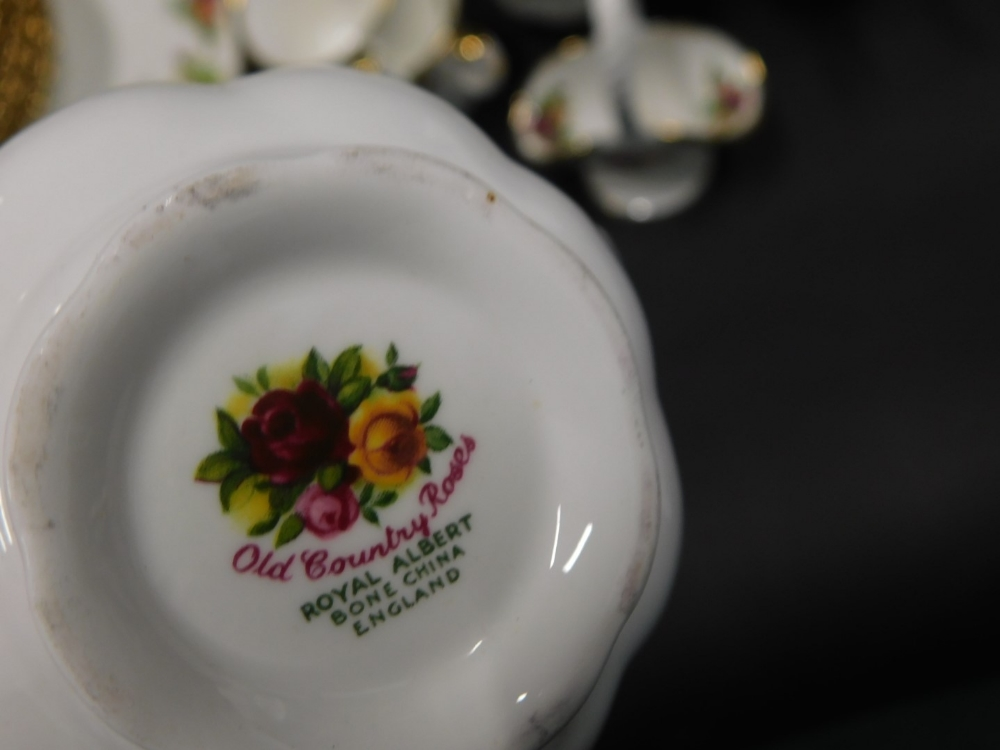A large quantity of Royal Albert Old Country Roses pattern ceramics, to include dinner ware, tea war - Image 2 of 2