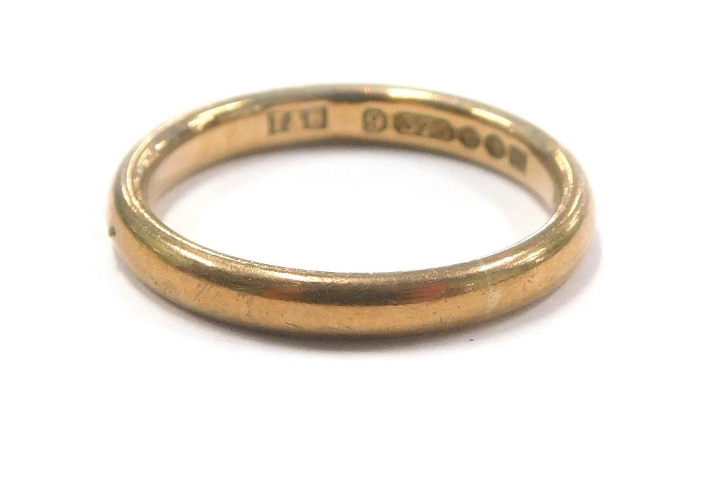 A 9ct gold wedding band, 2.8g