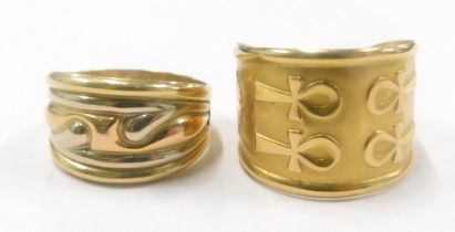 Two dress rings, to include a tri colour moulded dress ring, stamped 750, ring size P, and another E