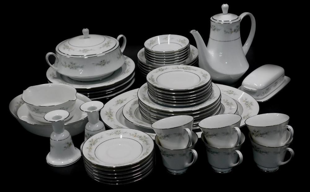 A Noritake Melissa pattern part tea and dinner service.