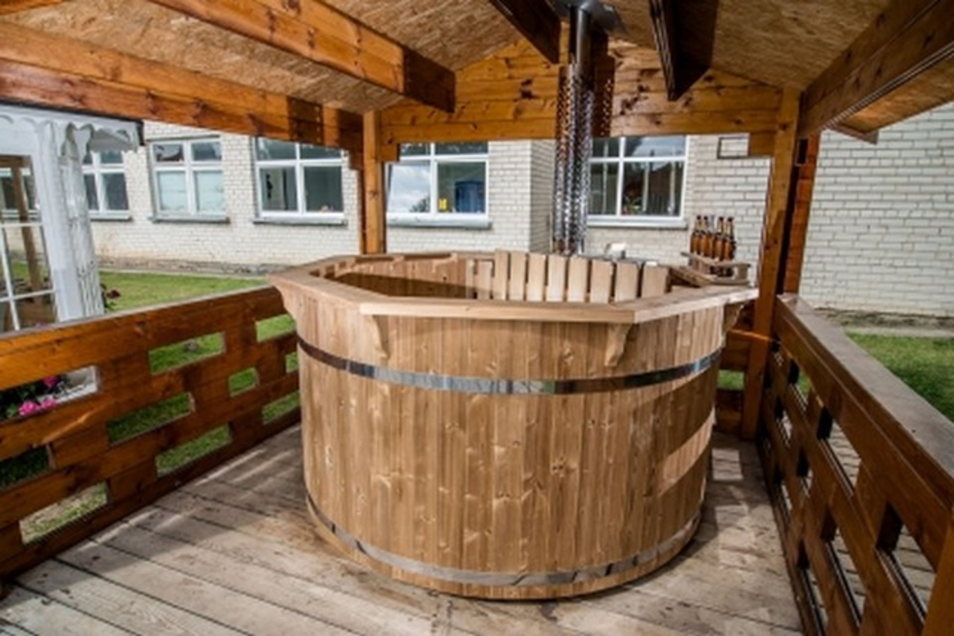+ VAT Brand New 1.9m Spruce Hot Tub with Stainless Steel Heater and Chimney - Stainless Steel - Image 2 of 4