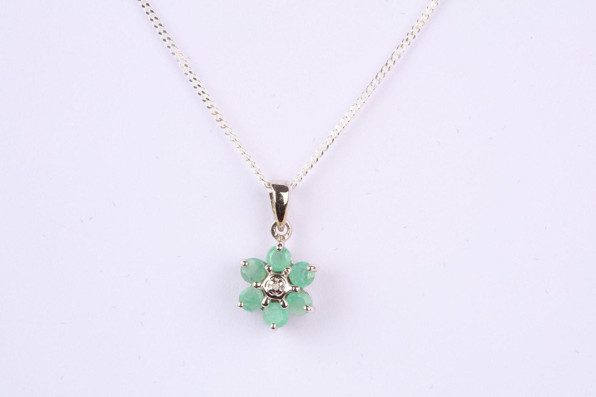 + VAT Brand New Green Onyx Flower Pendant On Chain