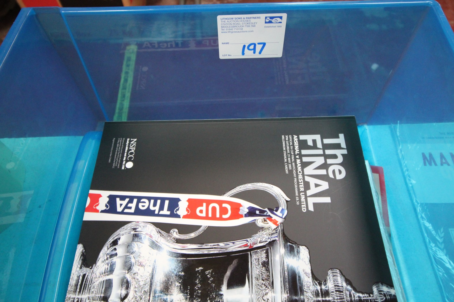 BLUE BOX AND CONTENTS OF MANCHESTER UNITED GLOSSY MAGAZINES, INCLUDING ARSENAL V. MANCHESTER