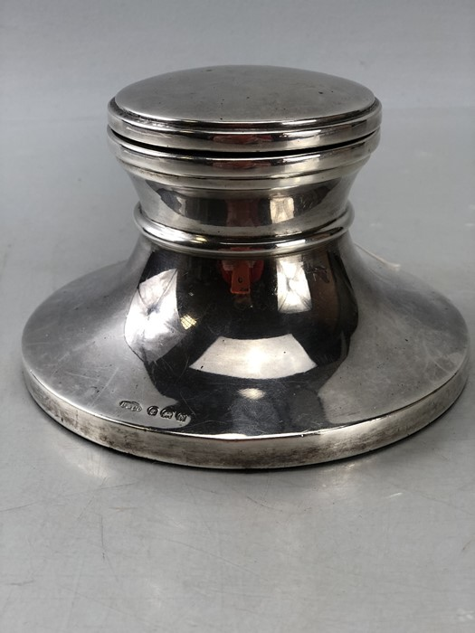 Large impressive Silver hallmarked inkwell 13cm diameter with hinged lid Birmingham by W I
