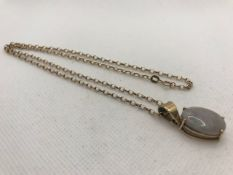 9ct Gold Chain approx 46cm long with Opal pendant in gold mount (Opal 18mm across)