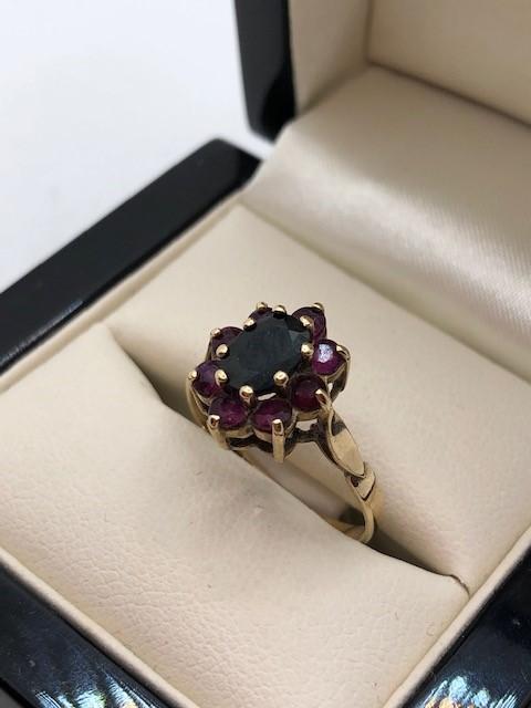 Hallmarked 9ct Gold daisy garnet ring size 'O' - Image 4 of 6
