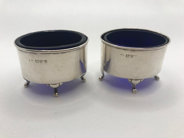 Pair of Oval Silver hallmarked salts each on three scroll feet with Blue glass liners - Image 3 of 9