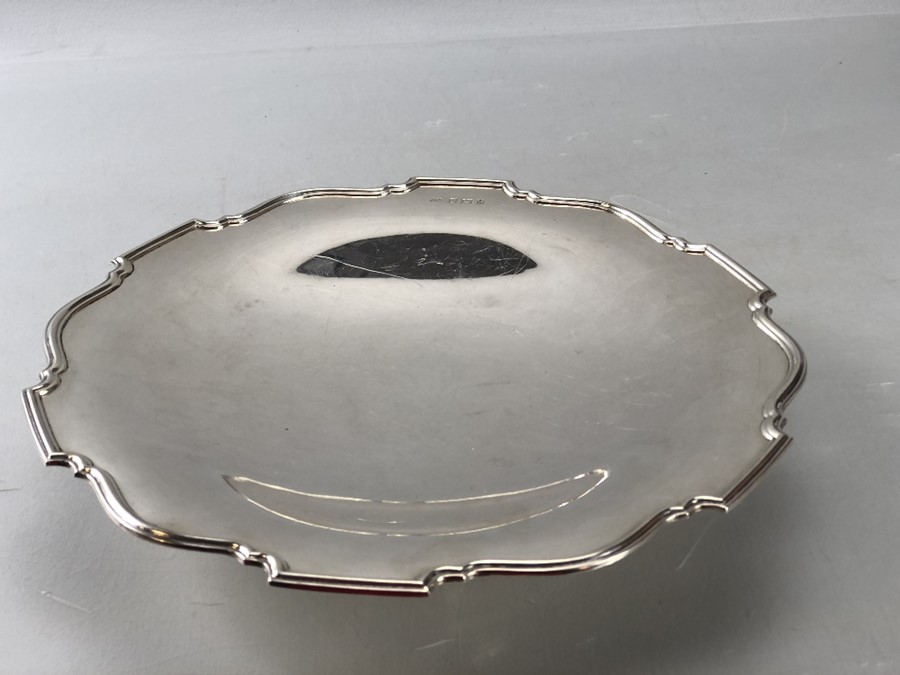 Silver hallmarked large dish on single foot approx 552g/ 26cm diameter - Image 5 of 6