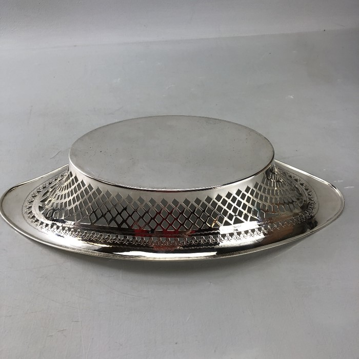 Good sized Edwardian Silver hallmarked pierced dish Oval in form (34cm long) 1904 approx 282g - Image 3 of 6