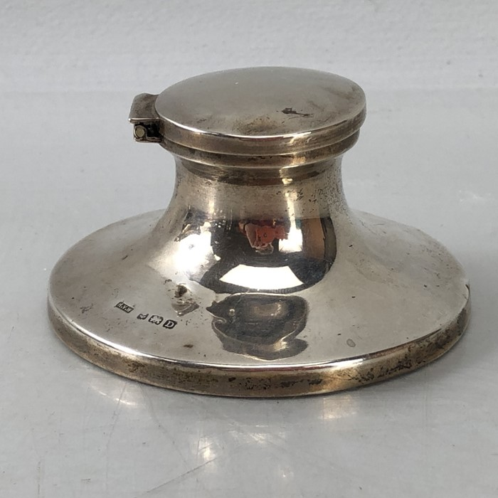 Silver Hallmarked Birmingham inkwell complete with undamaged glass liner, maker H.V.W