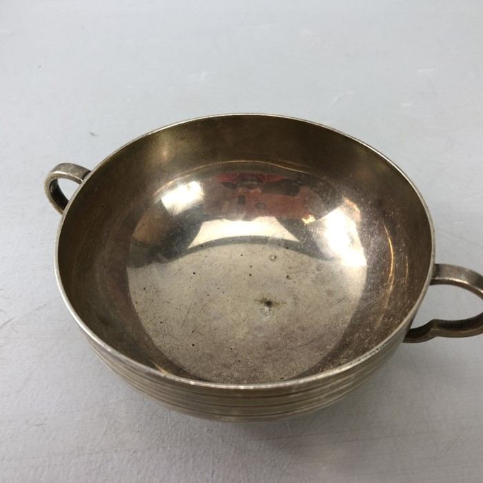 "Silver London hallmarked twin handled bowl approx 172.5g by Edward Barnard & Sons Ltd engraved "" - Image 4 of 7"