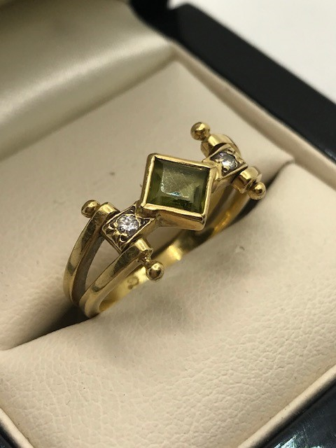 18ct Gold peridot and diamond ring approx 4.5g size 'M' - Image 2 of 4