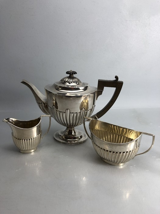 Silver hallmarked three piece tea set to include a large teapot (approx 702g) milk jug (approx 103g) - Image 5 of 5