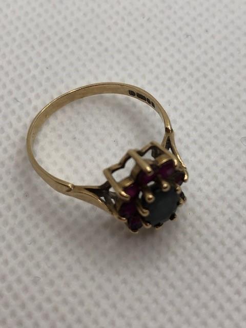 Hallmarked 9ct Gold daisy garnet ring size 'O' - Image 5 of 6