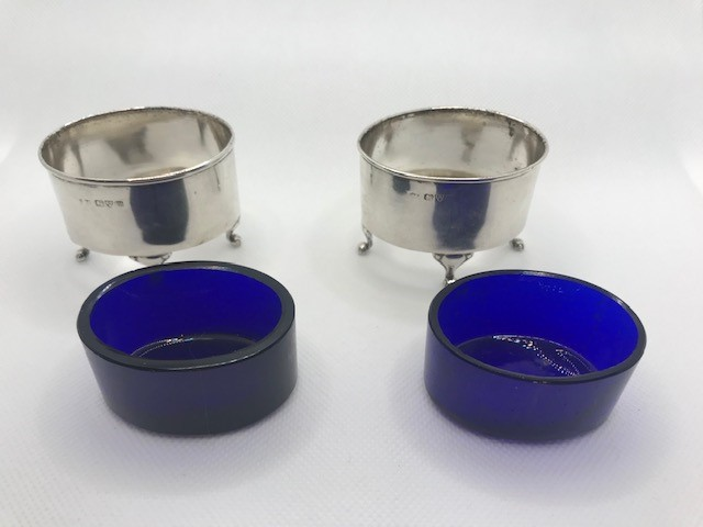 Pair of Oval Silver hallmarked salts each on three scroll feet with Blue glass liners - Image 6 of 9