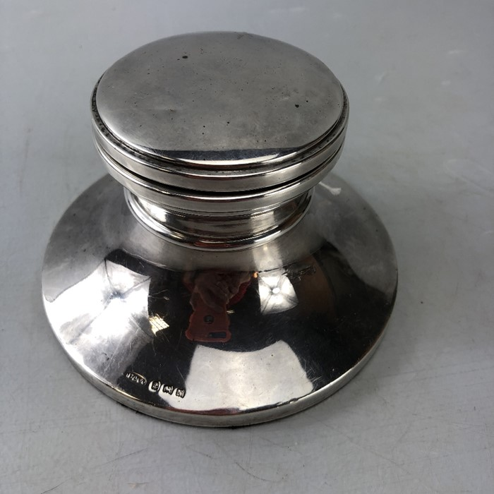 Large impressive Silver hallmarked inkwell 13cm diameter with hinged lid Birmingham by W I - Image 2 of 7