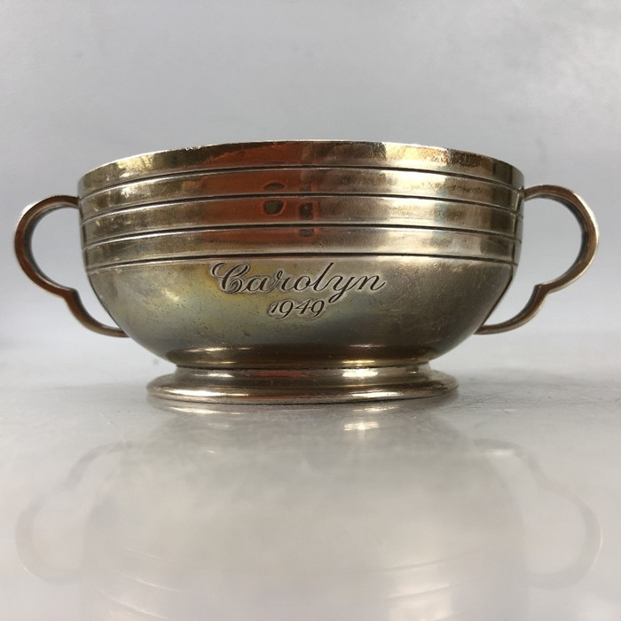 "Silver London hallmarked twin handled bowl approx 172.5g by Edward Barnard & Sons Ltd engraved "" - Image 6 of 7"