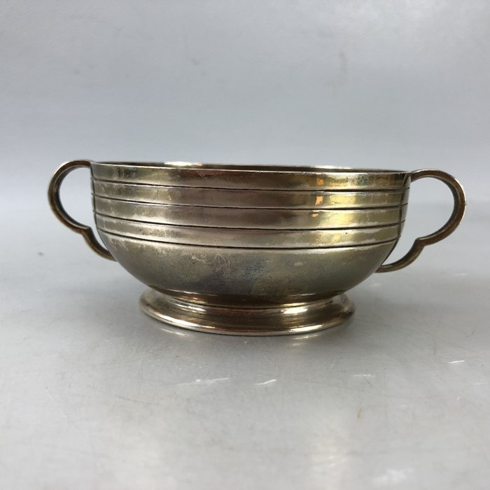 "Silver London hallmarked twin handled bowl approx 172.5g by Edward Barnard & Sons Ltd engraved "" - Image 2 of 7"