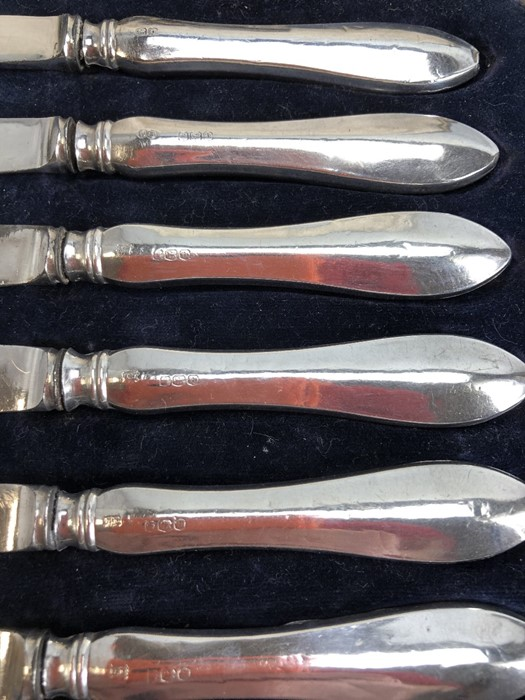Set of six silver handled fish knives in presentation case - Image 2 of 5