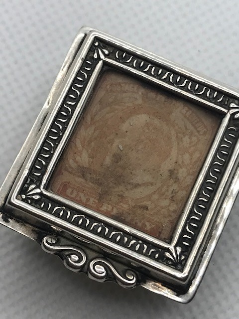 Silver hallmarked stamp box on bun feet Birmingham 1901 - Image 9 of 9