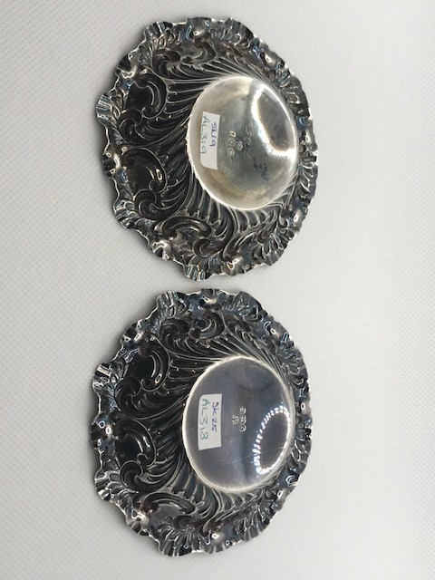 Pair of Victorian Sheffield Hallmarked Silver pin dishes approx 41.6g with repoussé decoration 1895 - Image 5 of 7
