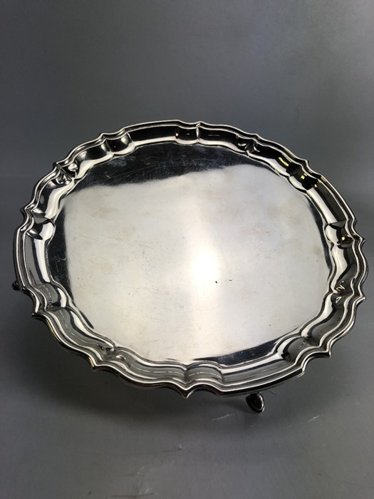 Circular Hallmarked Silver tray on four pad feet hallmarked Chester 1920 approx 348g - Image 5 of 5
