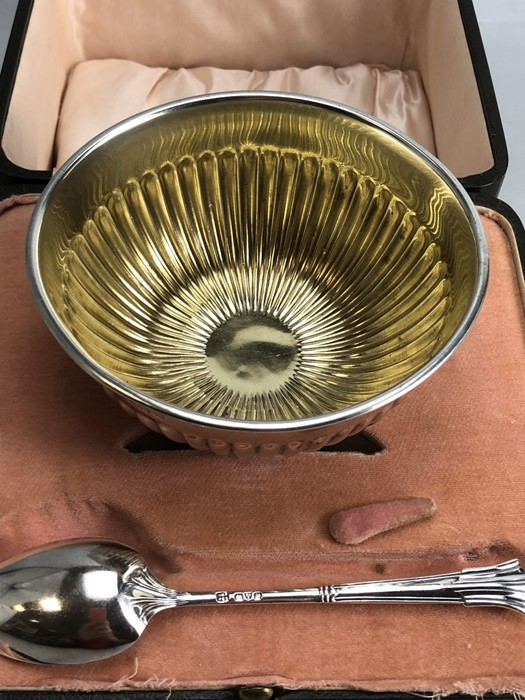 Hallmarked silver Bowl and spoon in original presentation case - Image 5 of 8