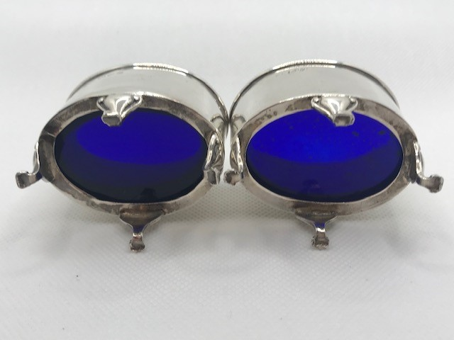 Pair of Oval Silver hallmarked salts each on three scroll feet with Blue glass liners - Image 9 of 9