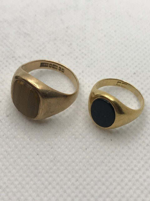 Two 9ct Gold rings approx 7.6g sizes 'G' & 'M'