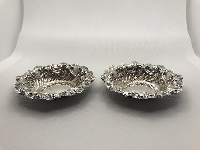 Pair of Victorian Sheffield Hallmarked Silver pin dishes approx 41.6g with repoussé decoration 1895 - Image 2 of 7