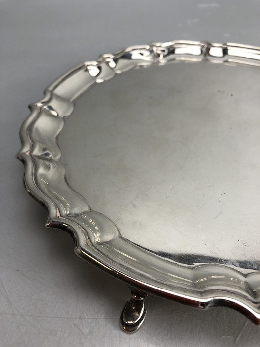 Circular Hallmarked Silver tray on four pad feet hallmarked Chester 1920 approx 348g - Image 2 of 5