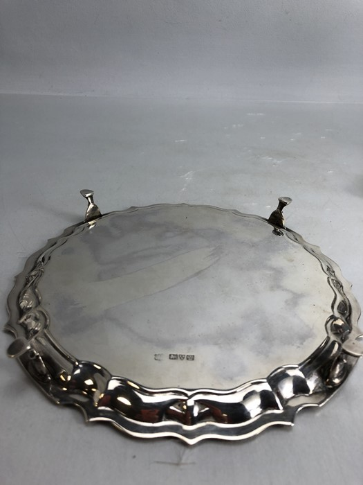 Circular Hallmarked Silver tray on four pad feet hallmarked Chester 1920 approx 348g - Image 4 of 5