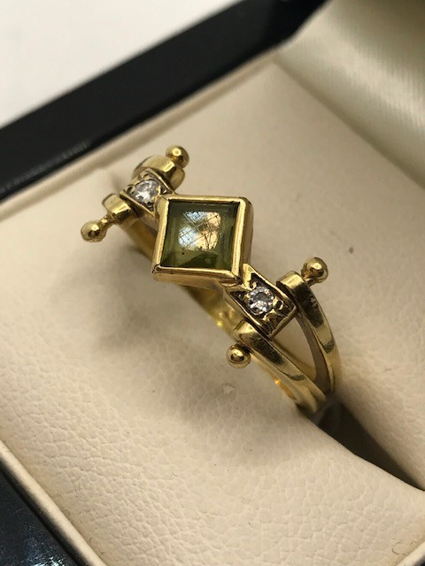 18ct Gold peridot and diamond ring approx 4.5g size 'M' - Image 3 of 4