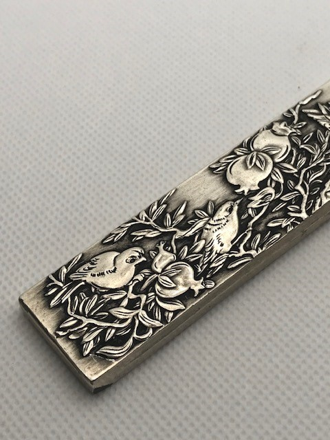 Chinese scroll weight, Silver with Chinese characters to reverse approx 23cm - Image 2 of 6