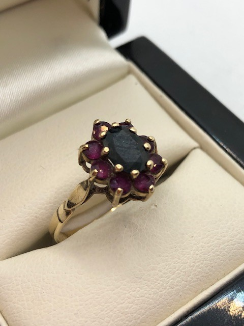 Hallmarked 9ct Gold daisy garnet ring size 'O' - Image 3 of 6