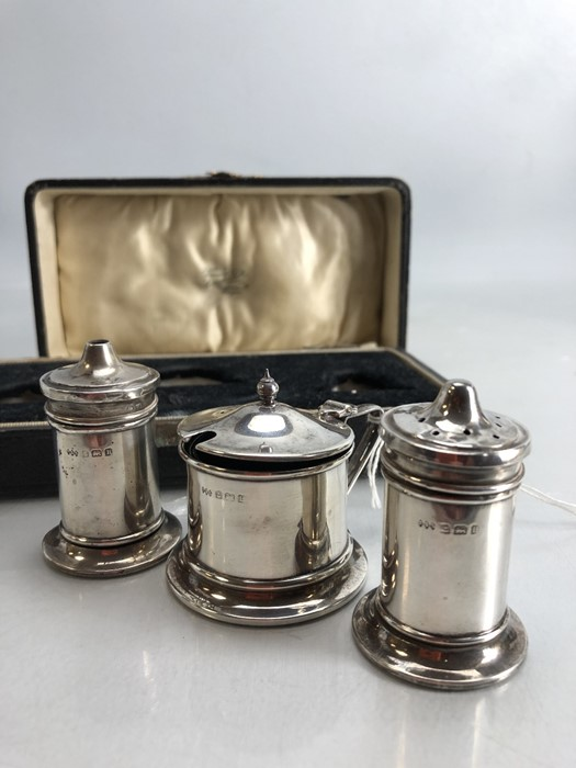 Silver Birmingham Hallmarked Cruet set all with original blue glass liners by maker Turner & - Image 2 of 6