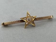 9ct Gold hallmarked tie pin set with an 18ct hallmarked star with central diamond and five