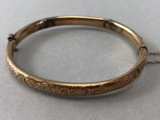 9ct Gold Bangle fullly hallmarked with safety chain A/F (approx 6.6g)