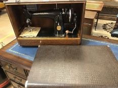 Cased Singer sewing machine, model EC233032