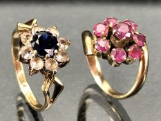 Two Daisy style 9ct rings sizes 'G & 'L'