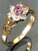 Daisy style hallmarked 9ct Gold ring size 'M.5'