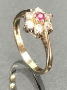 Daisy style hallmarked 9ct Gold ring size 'K'